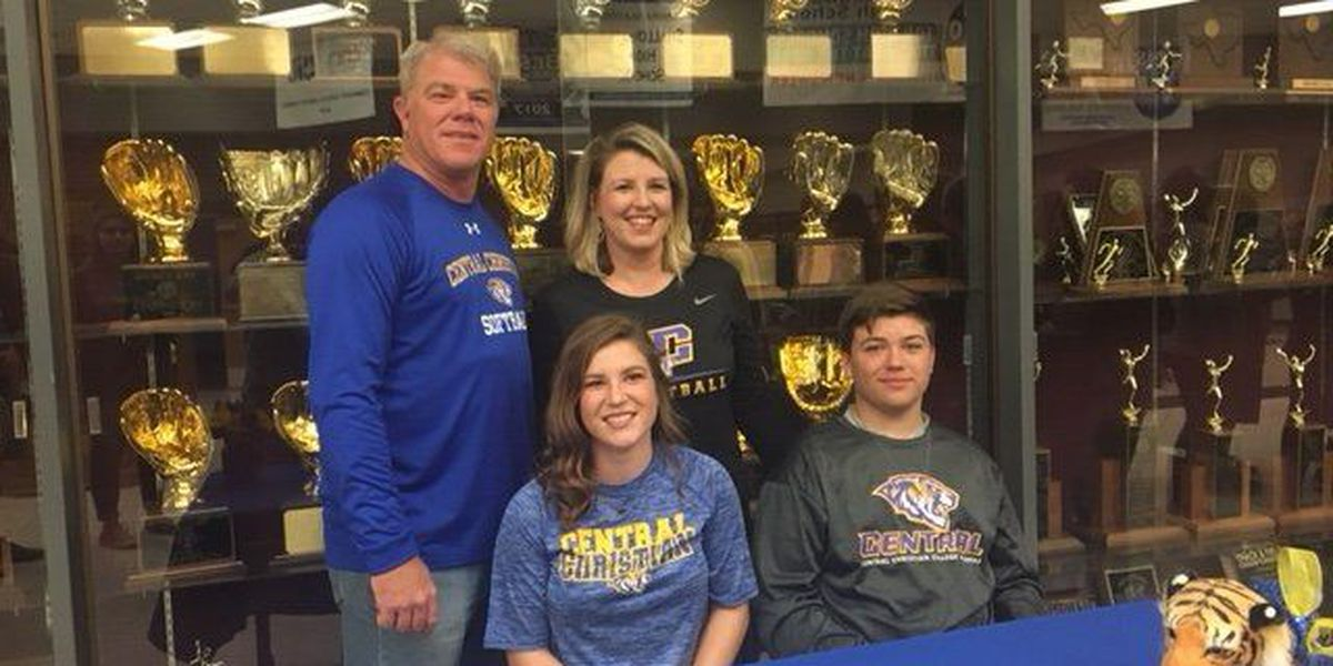 Shallowater's Shiloh Burns signs to play college softball