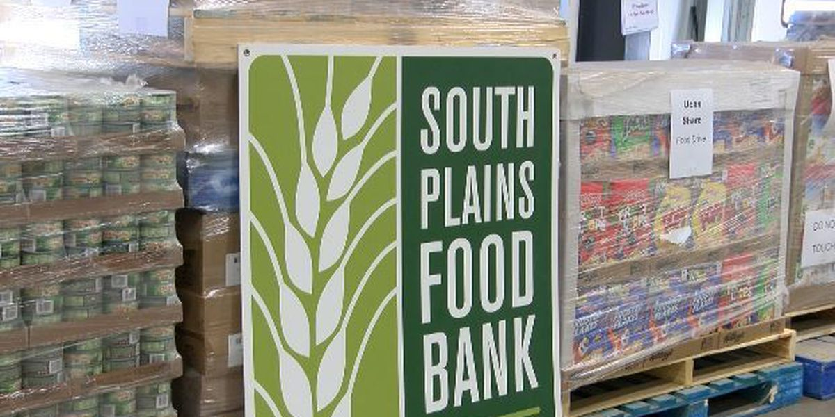 United Supermarkets donates thousands in food, money to food bank