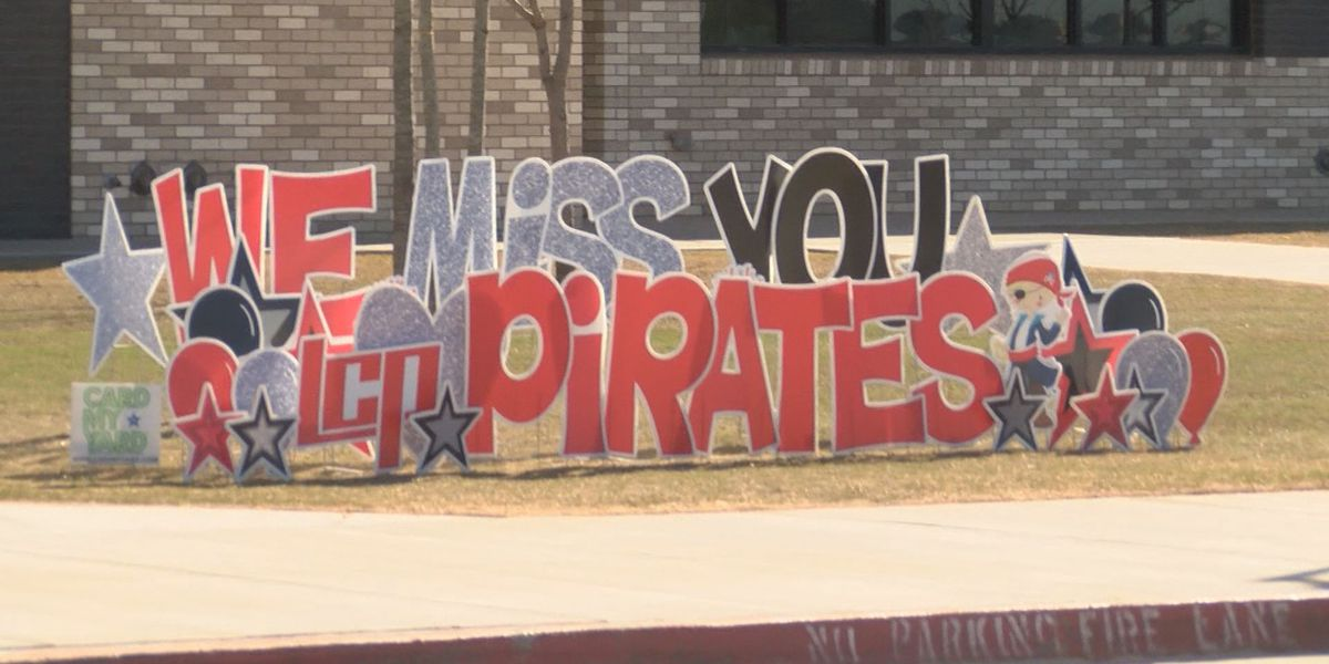 Lubbock-Cooper East Elementary Teachers hold parades for students in quarantine