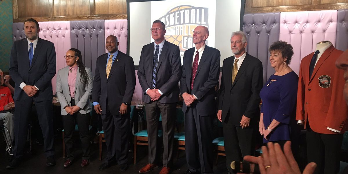 WBU Flying Queens Named to Naismith Hall of Fame