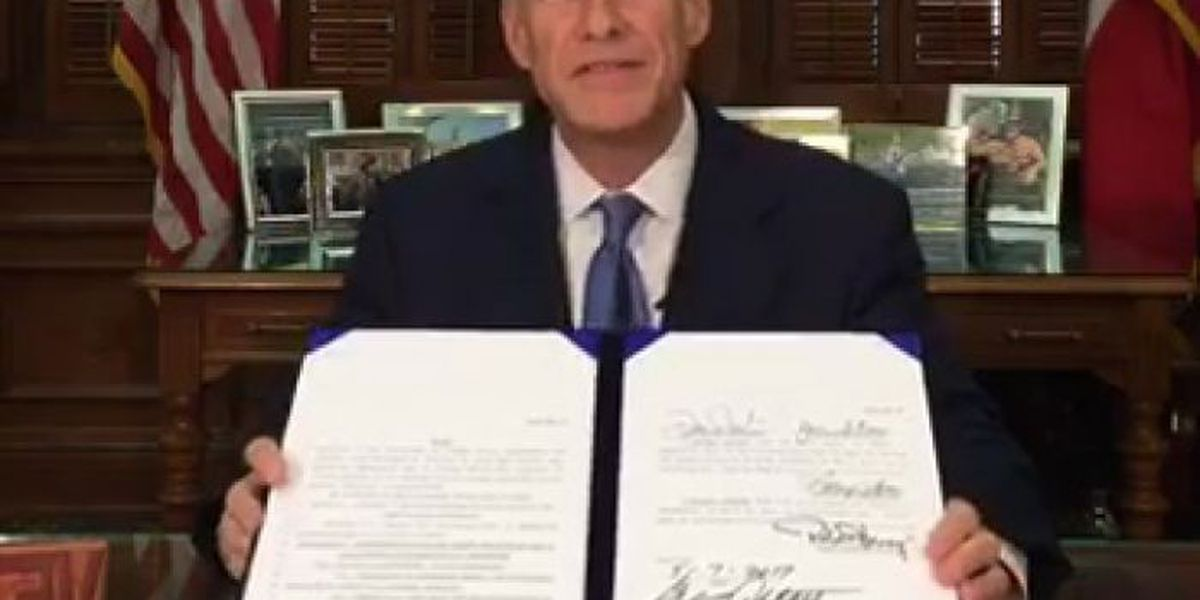 Governor Abbott signs legislation banning Sanctuary Cities in Texas