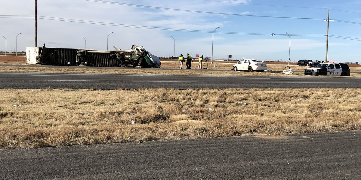 2 dead after Friday morning crash on Clovis Highway