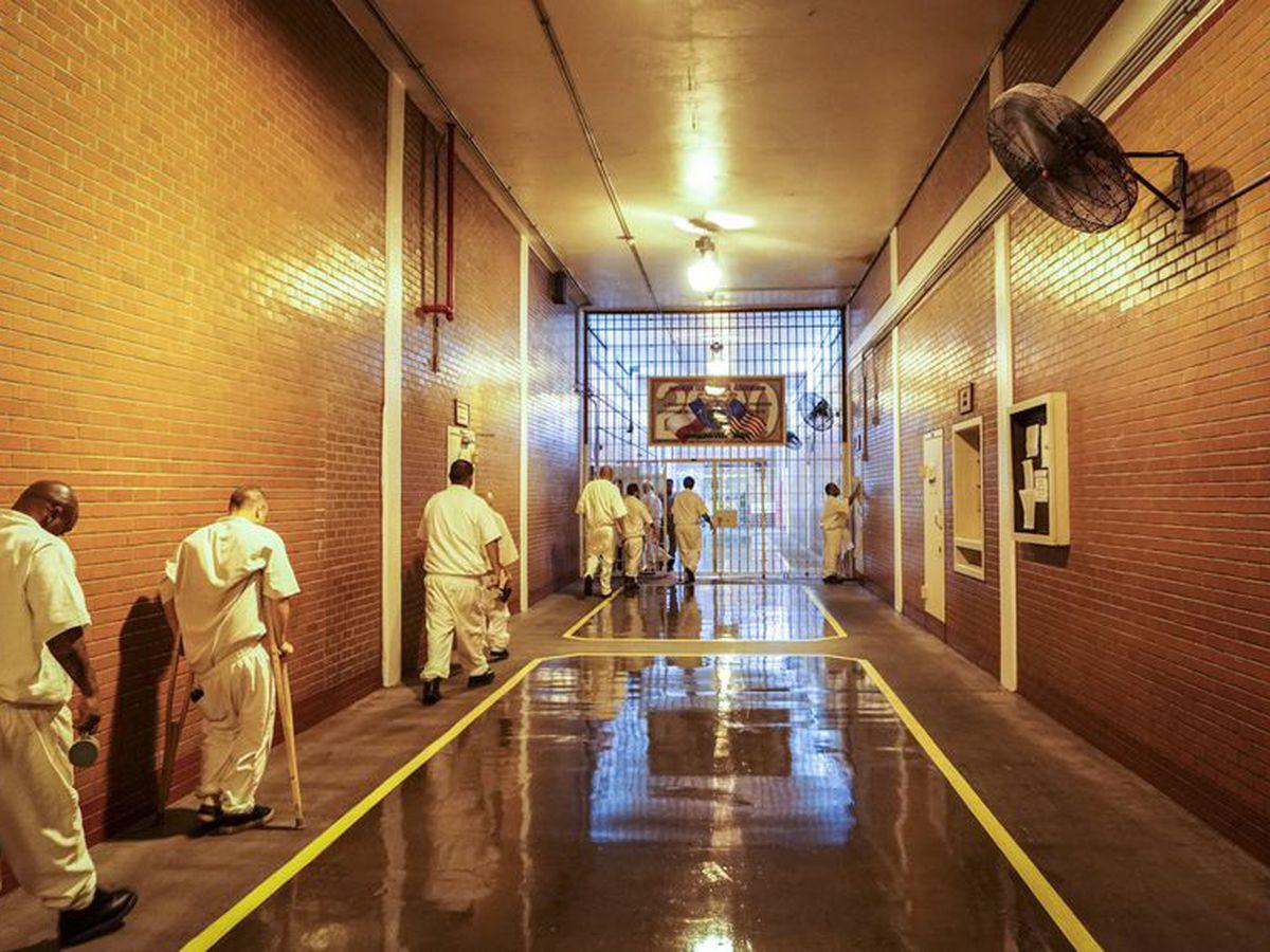 Texas House, Senate budget plans tens of millions apart on prisoner health care