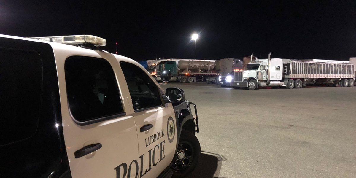 Lubbock Police bring dinner to truckers