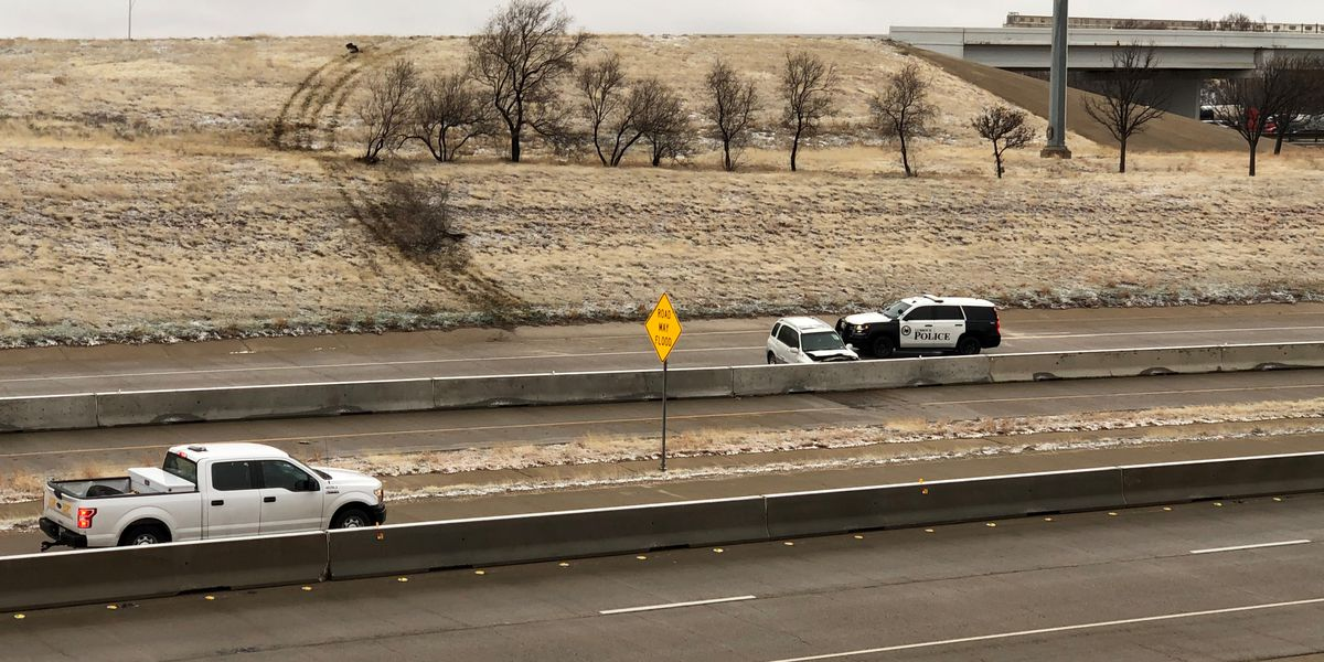 Crash on I-27 closes off roadway for short while