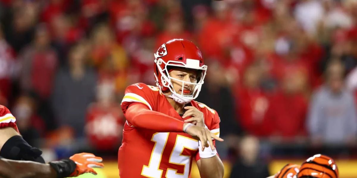 Mahomes, Chiefs fall to Chargers