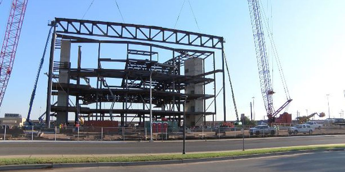 Crews place 45-ton truss at Buddy Holly Hall site